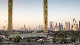 Dubaj ramowy budynek przy wschodem słońca Fotografia Royalty Free