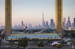 Dubaj ramowy budynek przy wschodem słońca Zdjęcia Stock