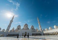 Dubaj, STYCZEŃ - 9, 2015: Sheikh Zayed meczet dalej Obrazy Royalty Free