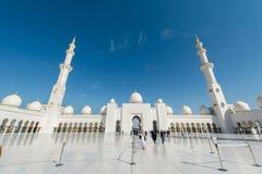 Dubaj, STYCZEŃ - 9, 2015: Sheikh Zayed meczet dalej Zdjęcie Royalty Free