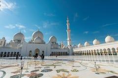 Dubaj, STYCZEŃ - 9, 2015: Sheikh Zayed meczet dalej Fotografia Royalty Free