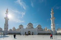 Dubaj, STYCZEŃ - 9, 2015: Sheikh Zayed meczet dalej Zdjęcie Stock