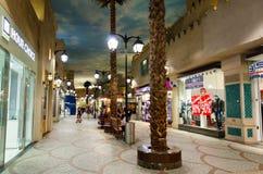 Dubaj, UAE, Battuta zakupy centrum handlowe, Listopad 2015 Obrazy Stock