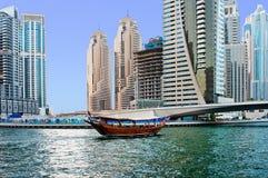 DUBAJ, UAE - CZERWIEC 4: Obszar zamieszkały zdjęcia stock