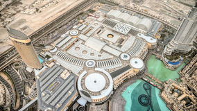 Dubaj, UAE - Czerwiec 2, 2013: Widok centrum handlowe Dubaj od wysoki wierza w świacie, Burj Khalifa zdjęcia royalty free