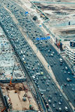 DUBAJ, UAE - GRUDZIEŃ 08, 2015: Widok z lotu ptaka Sheikh Zayed autostrady droga w Dubaj Zdjęcia Stock
