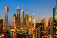 DUBAJ, UAE - LISTOPAD 2: Dubaj Marina przy nocą Obrazy Stock