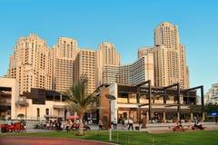 Dubaj, UAE - Maj 08, 2018: Dubaj Marina deptak przy zmierzchem cyfrowo wytwarzający cześć wizerunku res drapacz chmur widok Marin fotografia stock