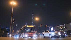 Dubaj, UAE - Maj 15, 2018: Nocy panorama Dubaj Przewieziony drogowy złącze zdjęcie wideo