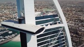 DUBAJ, UAE - MAJ 09, 2018: Widok z lotu ptaka światu Burj Al wysoce sklasyfikowany hotelowy arab zapas arabski al burj Dubai uae zbiory wideo