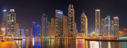 DUBAJ, UAE - MARZEC 22, 2017: Noc w Marina Obrazy Stock