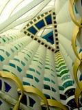 Światu wysoki atrium w Burj Al Arabskim hotelu w Dubaj. obraz royalty free