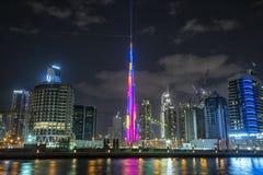 DUBAJ, UAE - styczeń 07,2018: Burj Khalifa drapacz chmur w nigh Zdjęcia Royalty Free