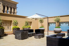 Dubaj W lecie 2016 Nowożytny hotelowy buduje Sheraton Sharjah miejscowości nadmorskiej zdrój w zielonej oazie na brzeg Arabski Obraz Royalty Free