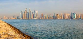 Dubaj - wieczór panorama Marina góruje od Palmowej wyspy obrazy stock