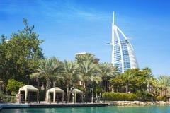 DUBAJ ZJEDNOCZONE EMIRATY ARABSKIE, WRZESIEŃ, - 10, 2018: - Burj Al arab Souq Madinat Jumeirah obraz stock