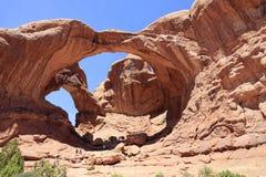 Dubbel båge, bågar nationalpark, utah, USA royaltyfria bilder