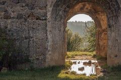 Dubbel båge på slotten Eger Arkivfoton