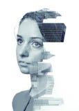 Dubbel blootstellings zwart-wit portret van vrouw en de stadshorizon van Chicago Stock Afbeeldingen