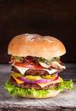 Dubbel Cheeseburger Arkivfoton