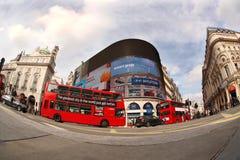 Dubbel däckare i London, England Fotografering för Bildbyråer