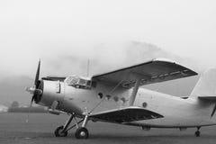 Dubbel däckare - modellen Biplane - flygplan Arkivbilder