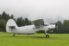 Dubbel däckare - modellen Biplane - flygplan Royaltyfri Foto