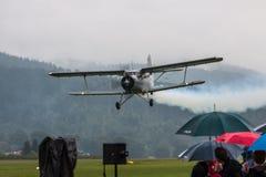 Dubbel däckare - modellen Biplane - flygplan Royaltyfri Fotografi