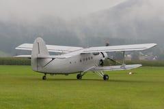 Dubbel däckare - modellen Biplane - flygplan Royaltyfri Bild
