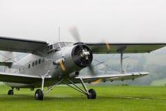Dubbel däckare - modellen Biplane - flygplan Royaltyfria Bilder