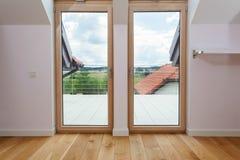 Dubbel dörr till en terrass Royaltyfria Bilder
