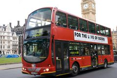 Dubbel Decker Bus Breast Cancer Awareness Londen Royalty-vrije Stock Fotografie
