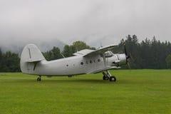 Dubbel Dek - ModelBiplane - Vliegtuigen Stock Fotografie