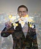 Dubbel exponering av affärsmannen som trycker på en imaginär skärm Fotografering för Bildbyråer