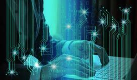 Dubbel exponering av bärbara datorn för affärsmanhandbruk med manöverenheten av Royaltyfri Bild