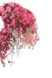 Dubbel exponering av den unga härliga flickan bland sidorna och träden Ståenden av den attraktiva damen kombinerade med fotografi royaltyfri illustrationer
