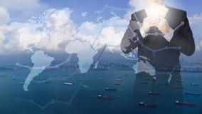Dubbel exponering av hållande pengar för affärsman med seascapesikt Arkivbild