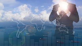 Dubbel exponering av hållande pengar för affärsman med seascapesikt Royaltyfri Foto