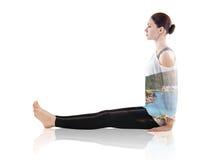 Dubbel exponering av kvinnan som gör yogaövning arkivfoto