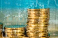 Dubbel exponering av myntbunten med boaen för aktiemarknadskärmdiagram arkivbild