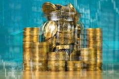 Dubbel exponering av myntbunten med boaen för aktiemarknadskärmdiagram arkivbilder