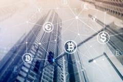 Dubbel exponering Bitcoin och blockchainbegrepp Digital ekonomi och valutahandel royaltyfria foton