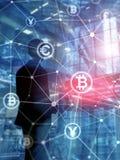 Dubbel exponering Bitcoin och blockchainbegrepp Digital ekonomi och valutahandel Vertikalt format för abstrakt räkningsdesign arkivbilder
