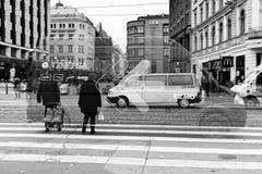 dubbel exponering Den abstrakta bilden av stads- rusar och upptaget Royaltyfria Bilder