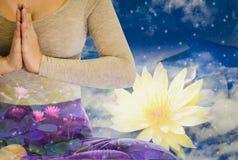 Dubbel exponering - lugn från yogakvinna vid meditationen som renar meningen, bakgrundsafton efter solnedgång, med begrepp av royaltyfri bild