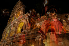 Dubbel exponering med sikt utanför Colosseumen och den romerska soldien Arkivbild