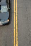 Dubbel Geel met Auto Royalty-vrije Stock Afbeelding