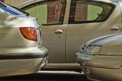 Dubbel-geparkeerd stock afbeeldingen