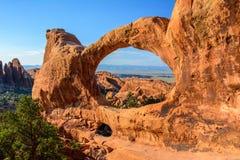 Dubbel nolla-båge i bågar nationalpark, Moab, Utah USA arkivfoton