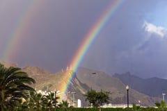 Dubbel regnbåge över Tenerife Arkivbild